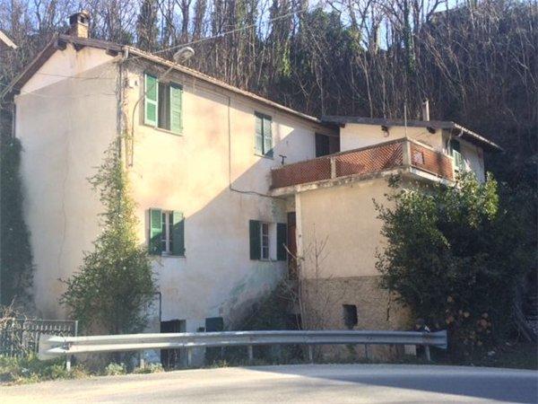 Case indipendenti uso residenziale in vendita in provincia for Case in vendita provincia di savona