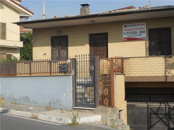 Case appartamenti negozi uffici uso residenziale in for Case in vendita tivoli