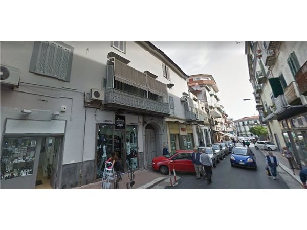 Case appartamenti negozi uffici uso residenziale in for Case in vendita secondigliano