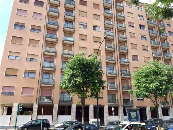 Case appartamenti negozi uffici in affitto a torino for Appartamento design torino affitto