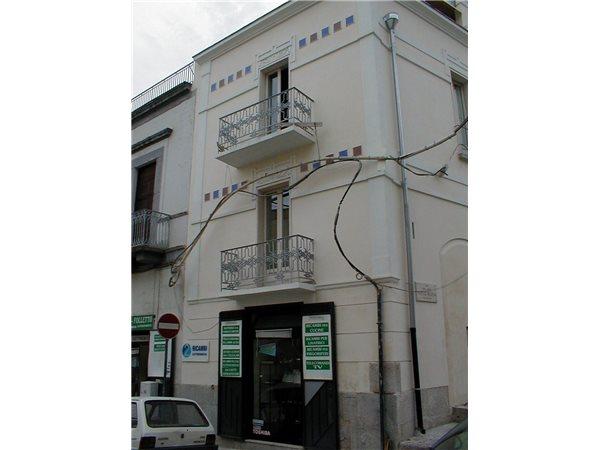 Casa Uso Ufficio : Case indipendenti uso ufficio in vendita in provincia di barletta
